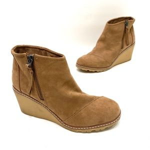 Toms Suede Womens Tan Wedge Ankle Booties size 7